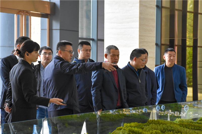 华西绿舍建材董事长刘华东一行到川威调研